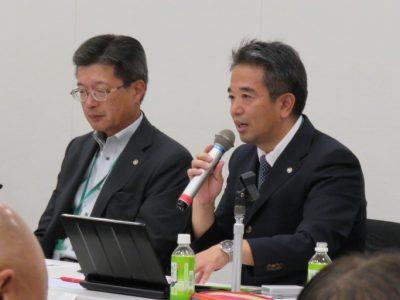 第2部パネルディスカッション・パネリスト(左から、東京税理士会平井専務理事、土屋調査研究部長)
