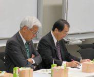 出席議員(左から、小川敏夫参議院議員、菅直人衆議院議員)